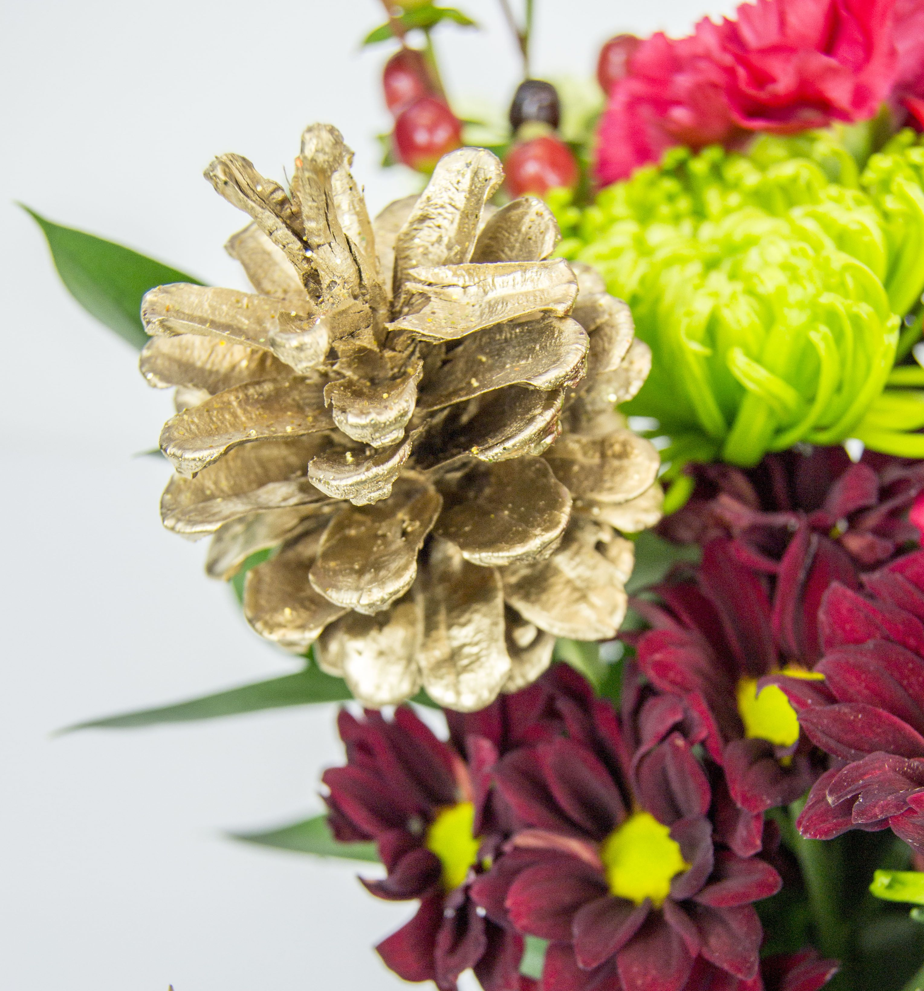 Choosing the right accessories to add to your Christmas bouquet