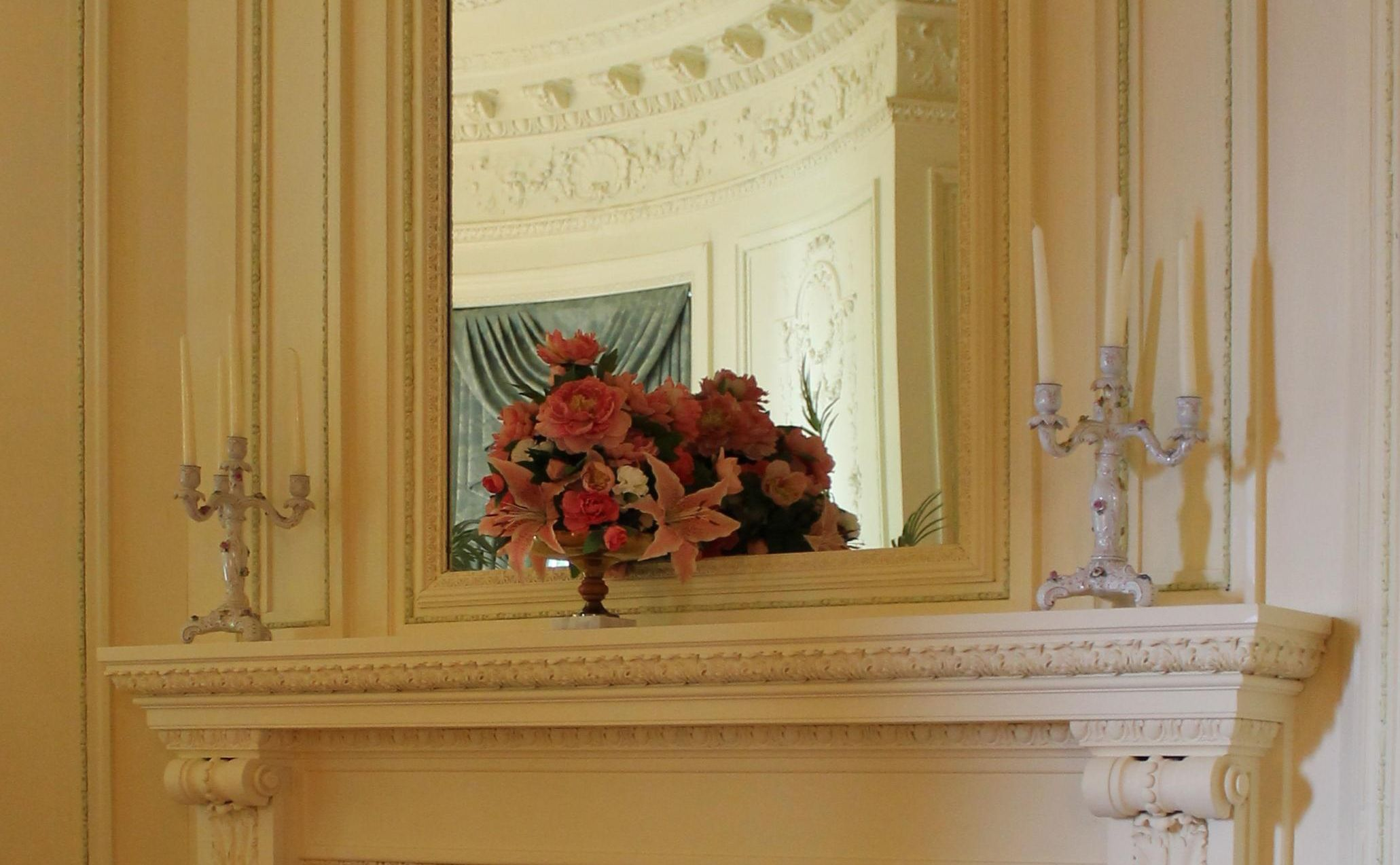 How to make a Christmas bouquet for your mantelpiece