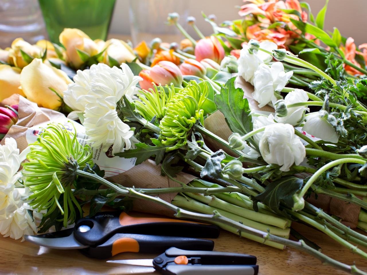 How ordering flowers online helps save you money