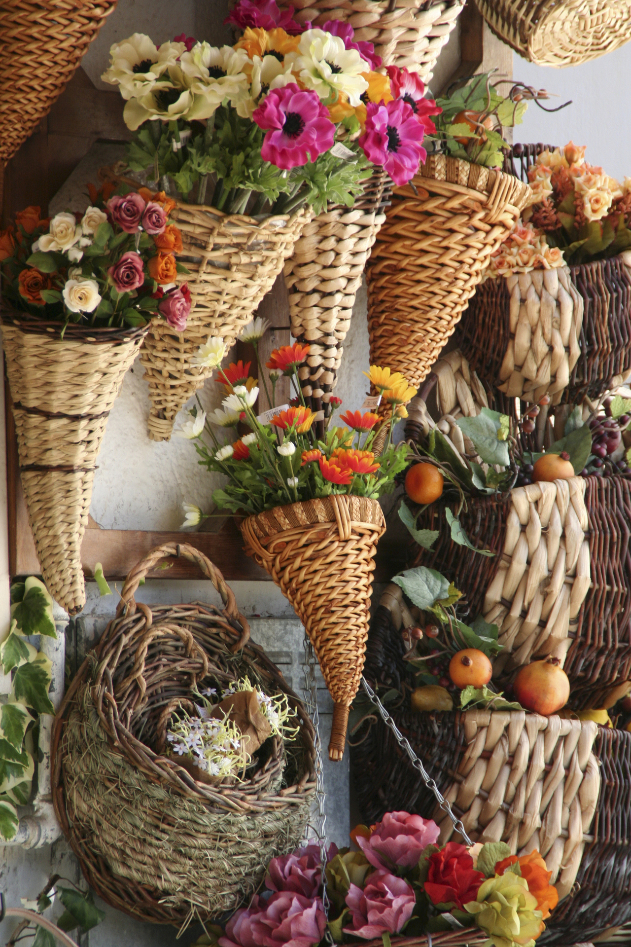 Winter flower arrangements with a rustic style