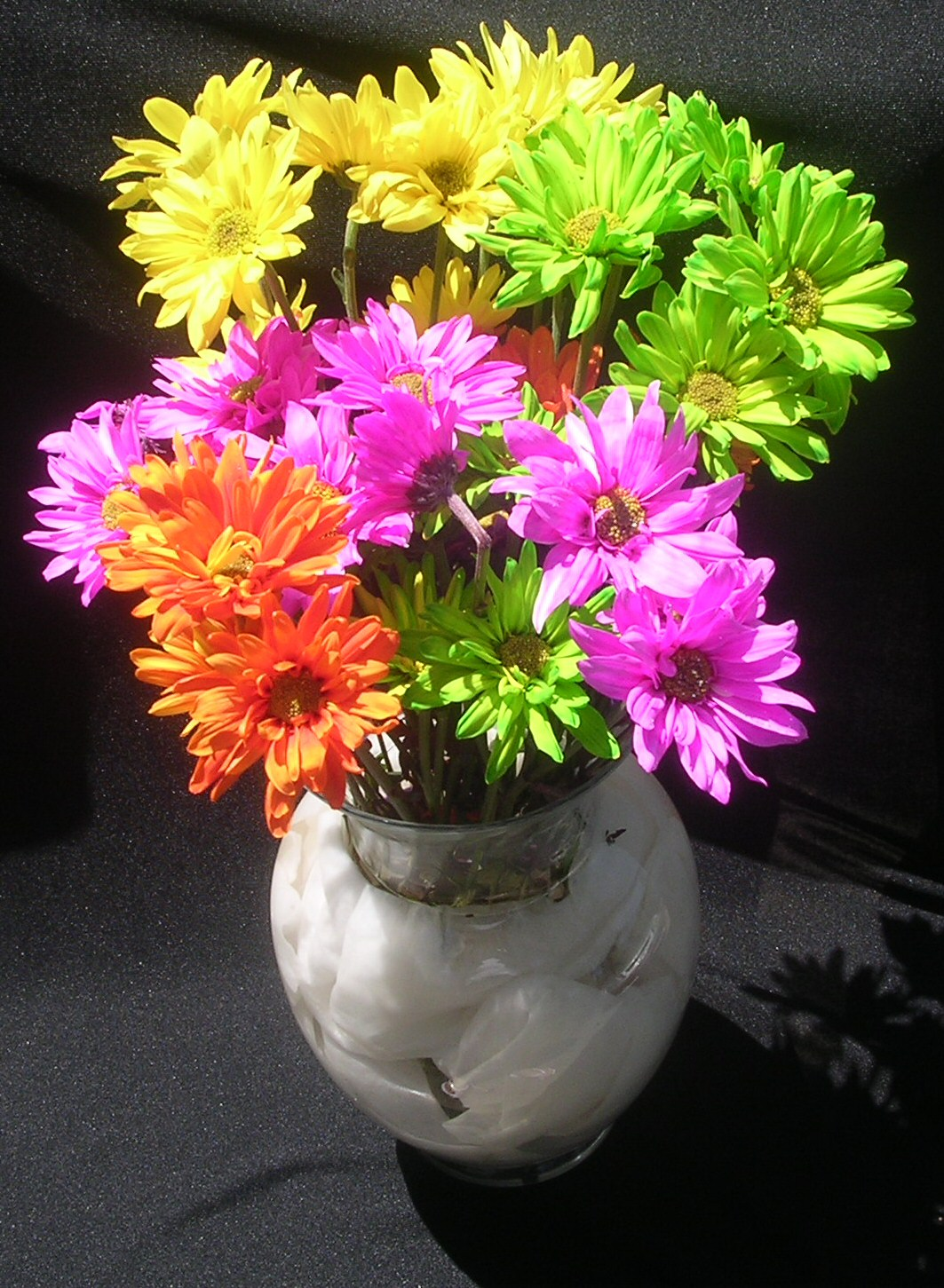 Flower arrangement colours and the mood they creates