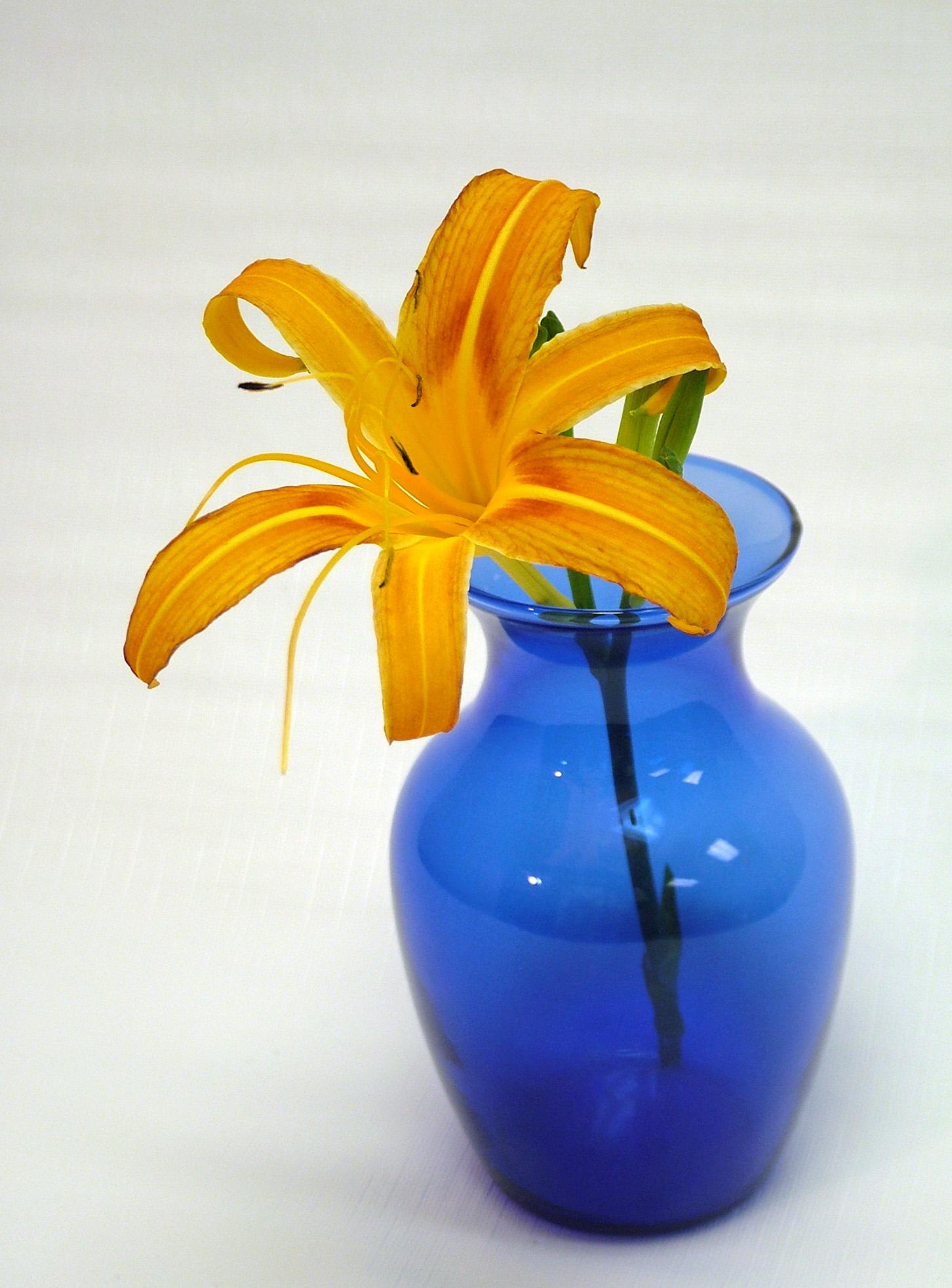 Fresh flower arrangements – when less is more