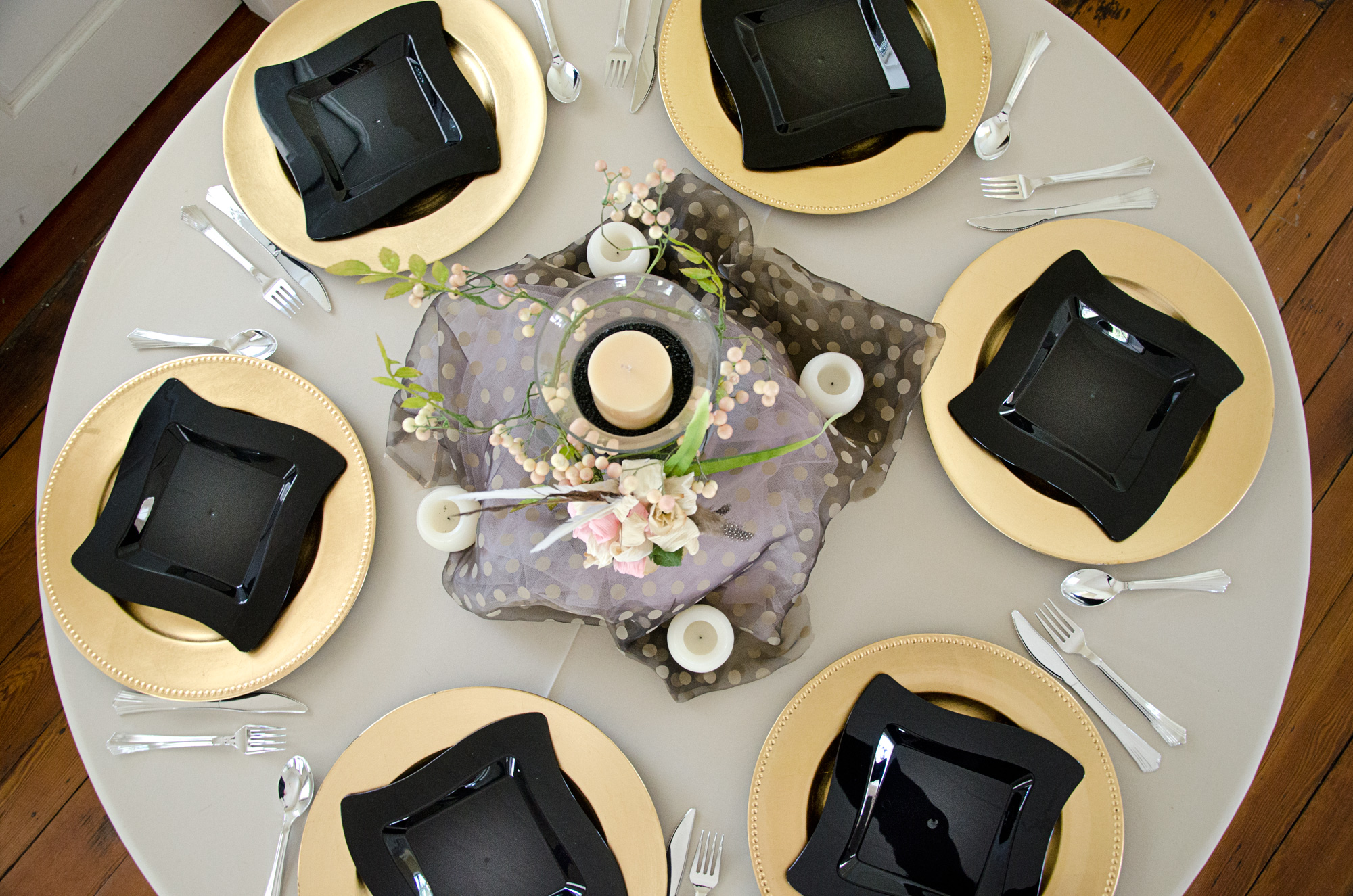 Flower centrepieces for smaller dinner tables