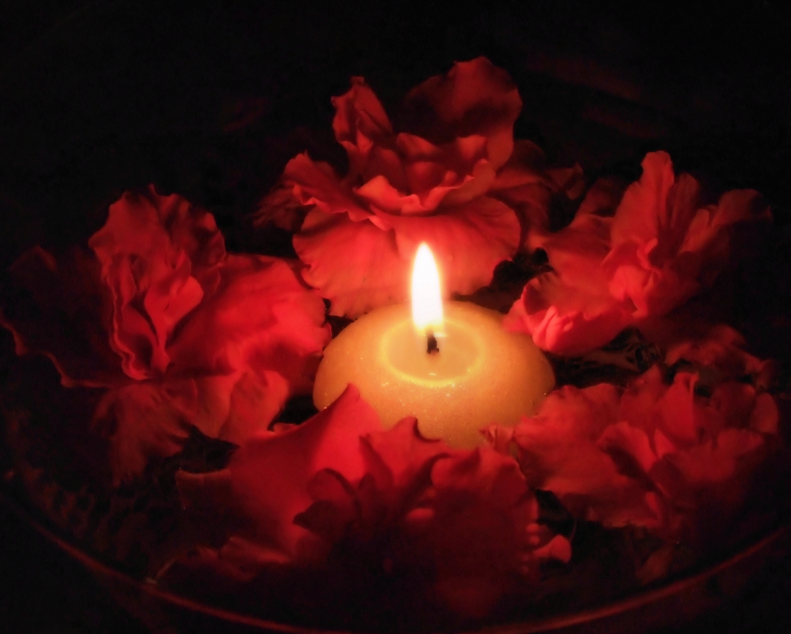 Make a beautiful autumn leaf vase