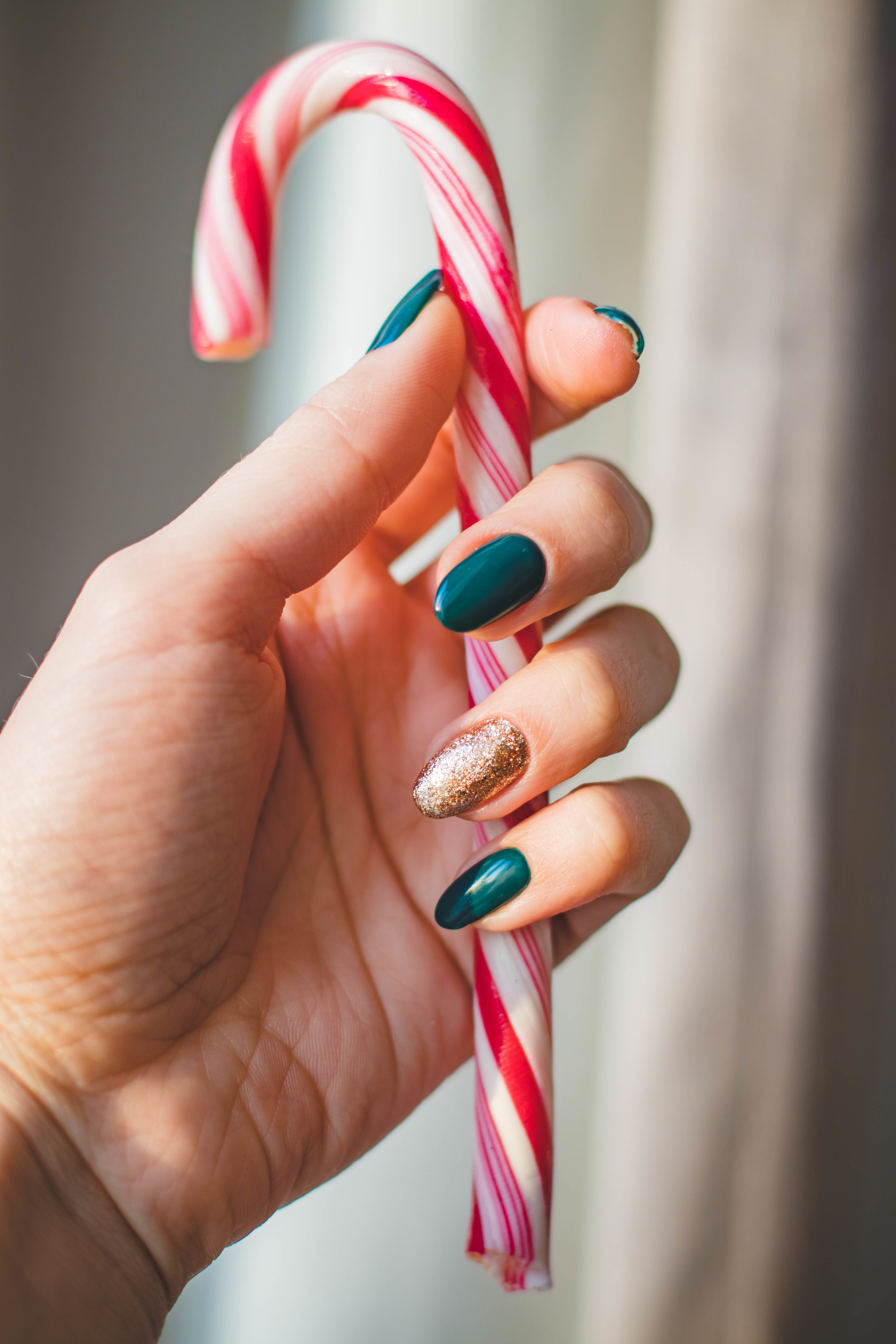 Make a candy cane vase for Christmas