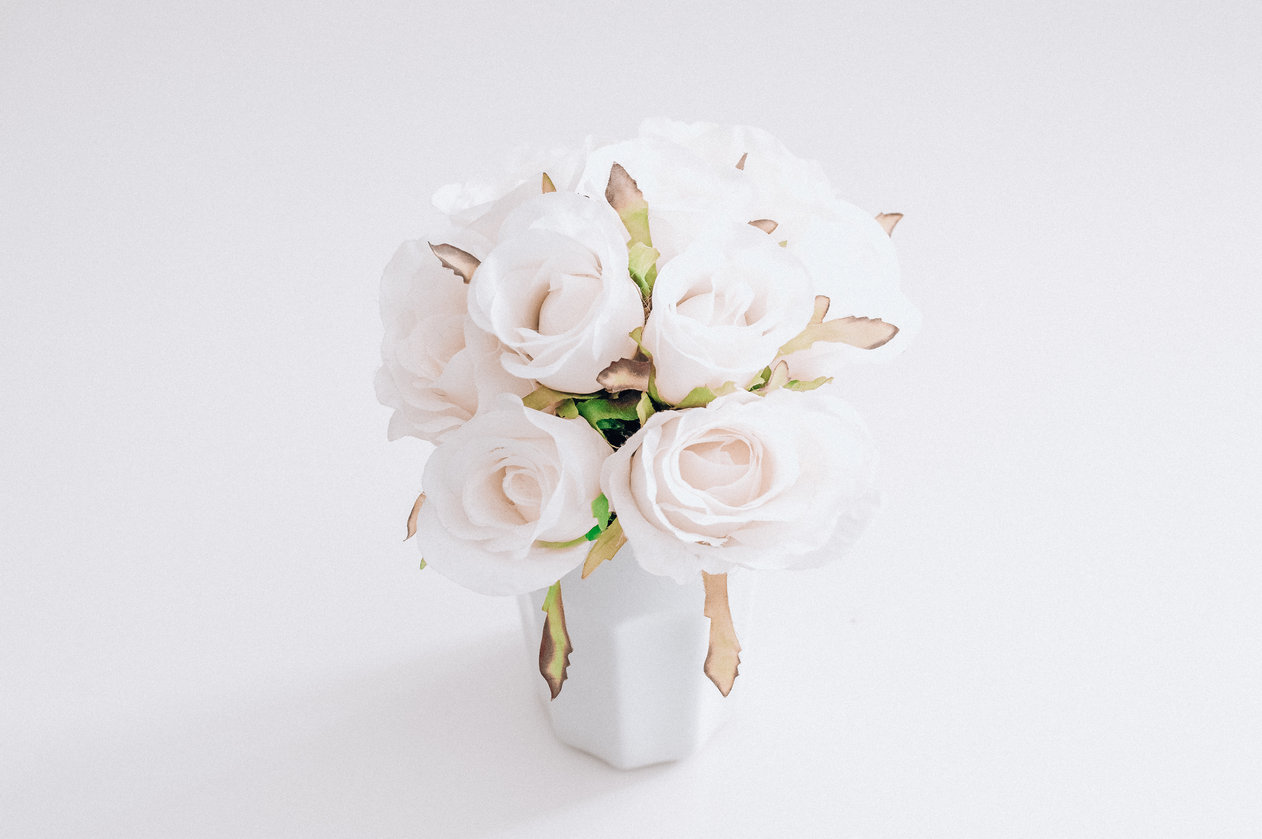 Give a white bouquet that winter twist