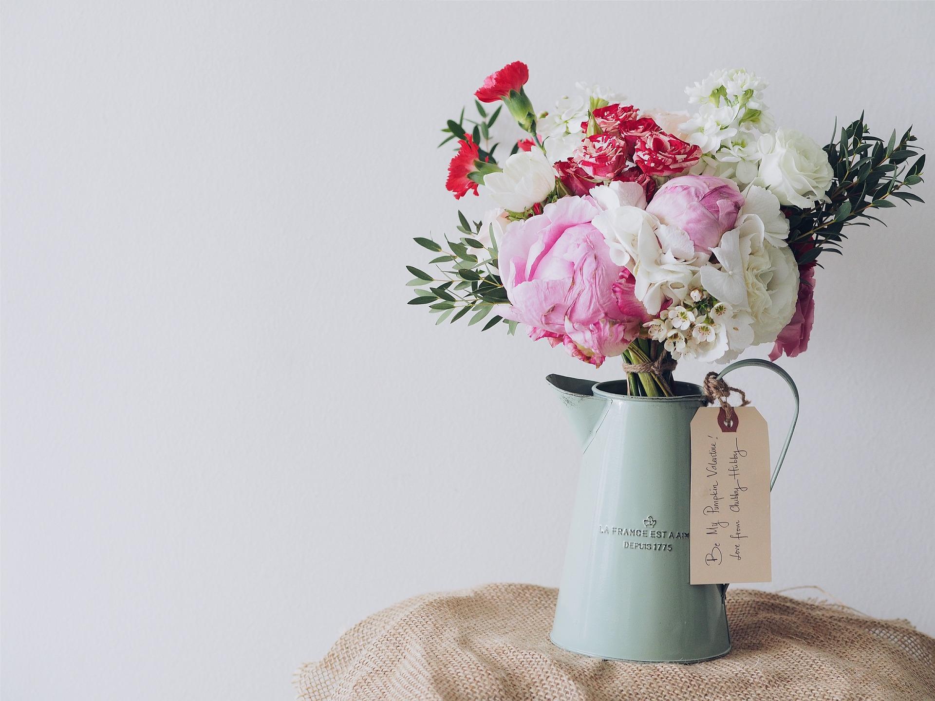 How to make flower arrangements that last